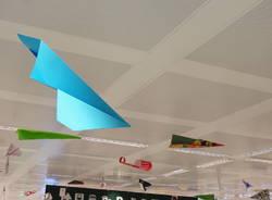 Gli aeroplanini di carta a Malpensa che aiutano a riciclare