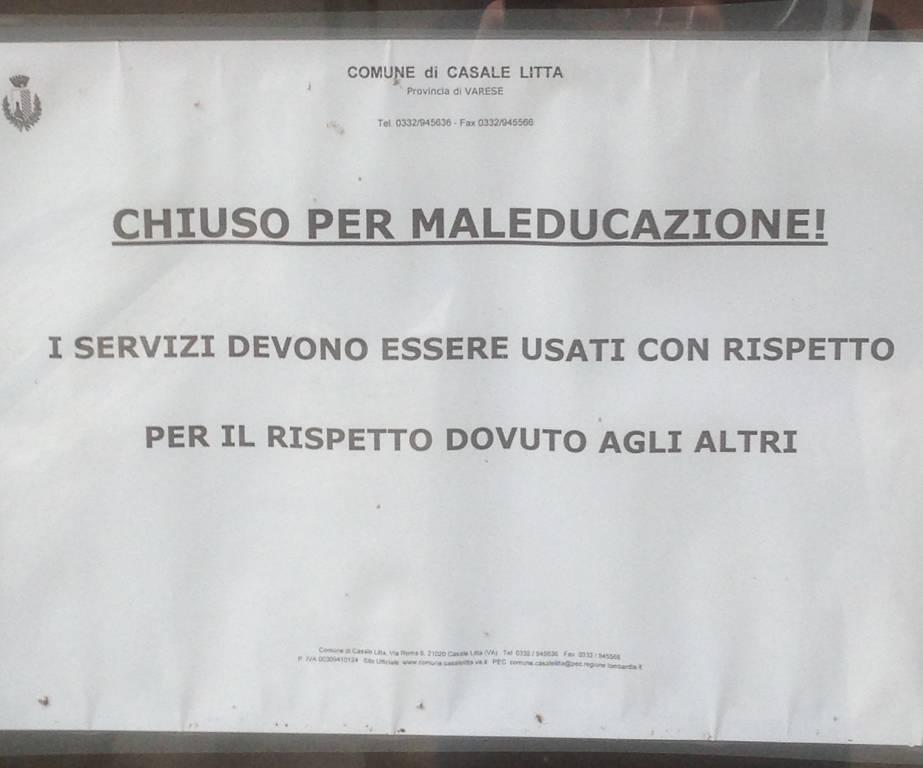 """Servizi igienici chiusi per \""""maleducazione\"""" da quasi 5 mesi in frazione Villadosia"""