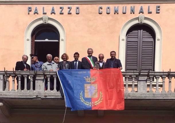 Nuova Bandiera Di Angera Vince La Tradizione
