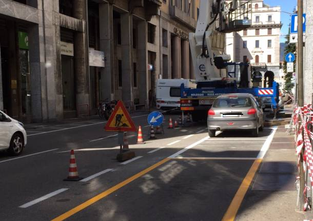 Piano sosta Varese, ecco le strisce bianche per la sosta gratuita di 30′