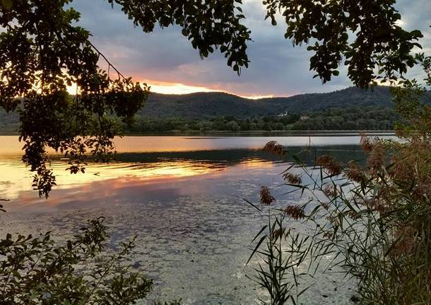 Tramonto al lago di Comabbio