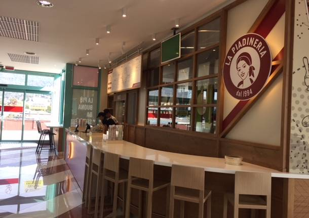 Apre la food court al Centro Commerciale