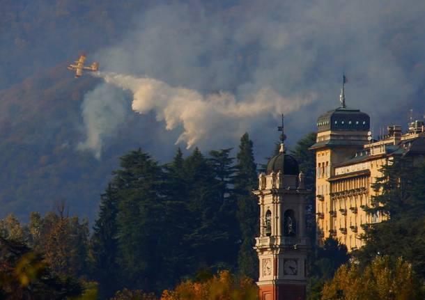 Lombardia: 20 ettari di bosco in fiamme, 50 persone evacuate