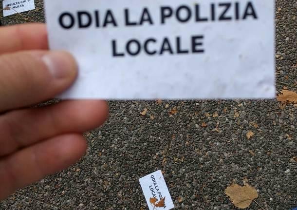 Al mercato tensione tra anarchici e polizia locale