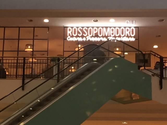 La nuova food court del centro commerciale Campo dei Fiori