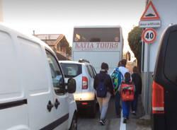 entrata scuola rodari fagnano olona traffico