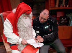 Francesco Pozzi consegna le letterine a Babbo Natale