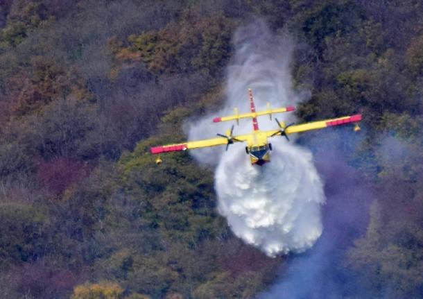 Incendio Campo dei Fiori - foto Canadair