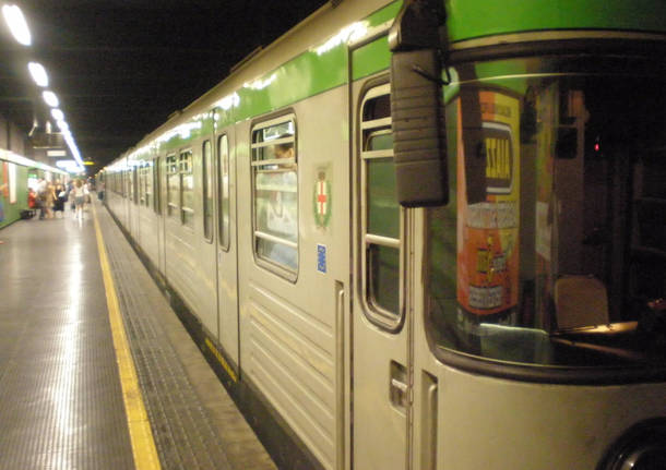 Milano, deraglia treno della metropolitana: 400 passeggeri evacuati