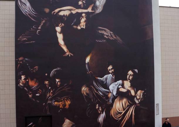 Andrea Ravo Mattoni, un grande Caravaggio sulla facciata del Gemelli