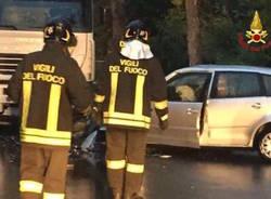 Castelveccana - Incidente auto camion