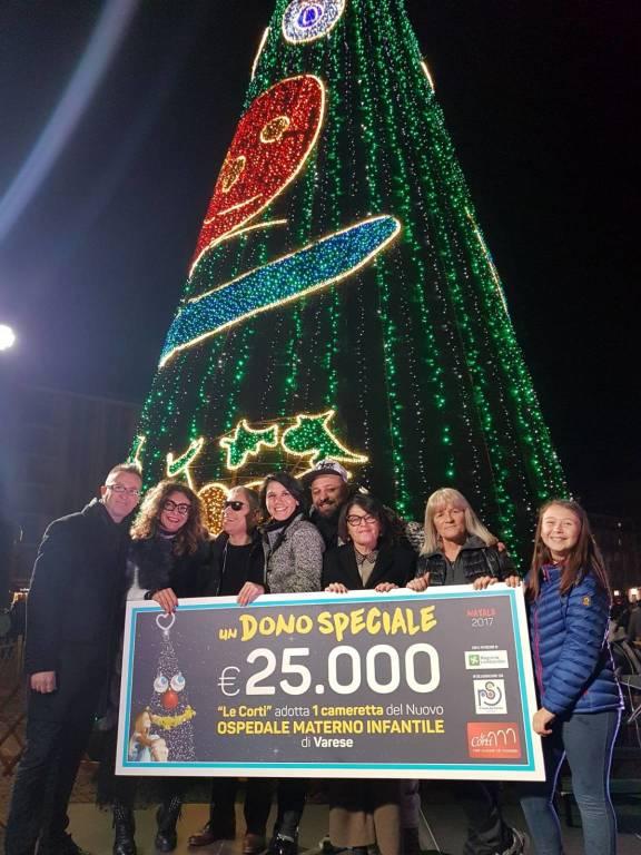 L'accensione dell'albero in Piazza Repubblica