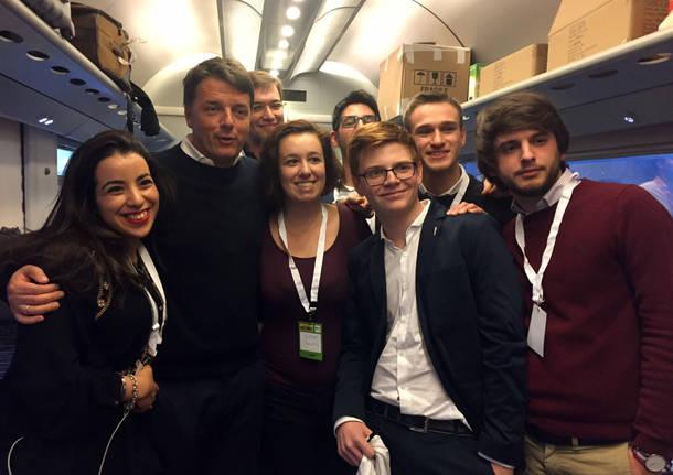 Matteo Renzi a Busto con i suoi sostenitori