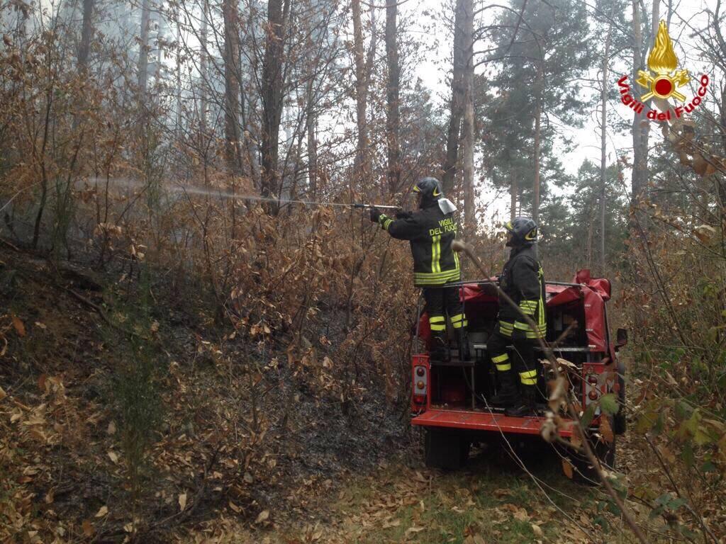 Al lavoro per spegnere l'incendio