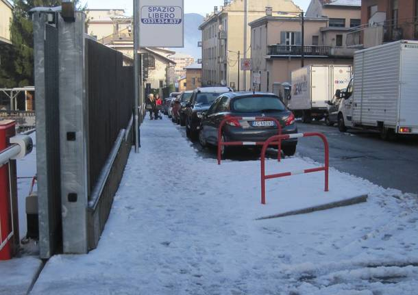 Dopo la nevicata, strade pulite, marciapiedi no