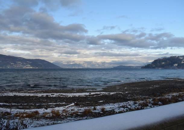 Il lungolago di Ispra con la neve