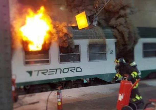 Incendio su un treno alla stazione Centrale