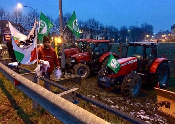 La protesta dei trattori contro la superstrada