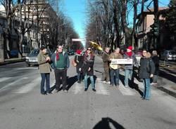 rotonda flash mob busto arsizio legambiente