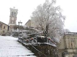 Sacro monte imbiancato dalla neve