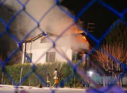 Villetta in fiamme a Montonate