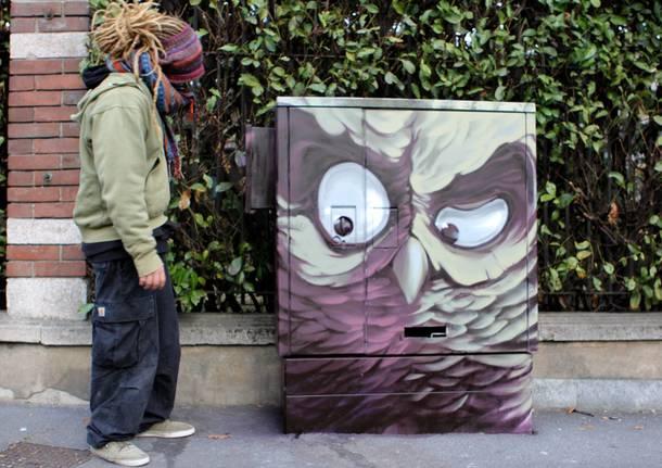 Writers dipingono le cabine telefoniche