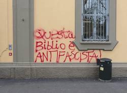 biblioteca busto arsizio vandalismo