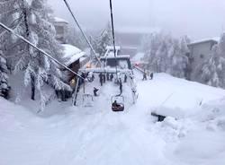 La neve sommerge le piste di San Domenico