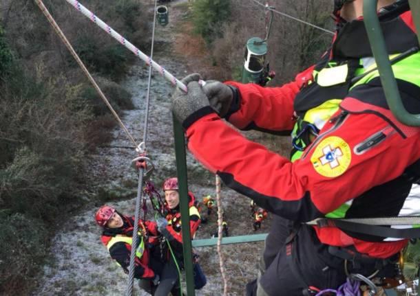 L'esercitazione del Soccorso Alpino a Laveno