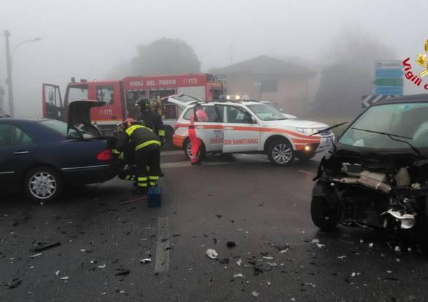 incidente stradale angera 29 gennaio 2018
