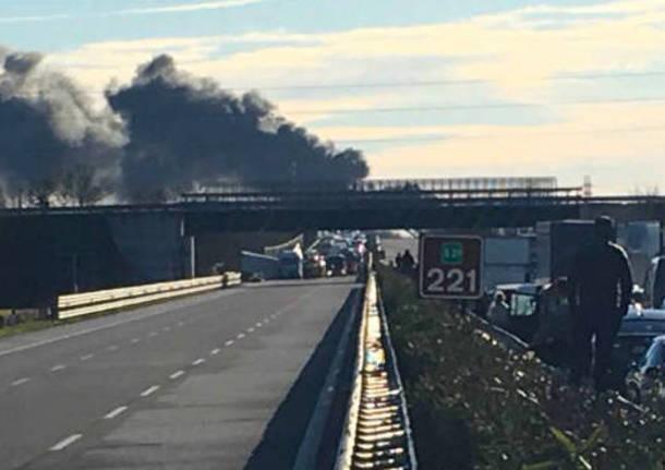 Doppio incidente in A21, all'altezza di Brescia Sud: autostrada bloccata