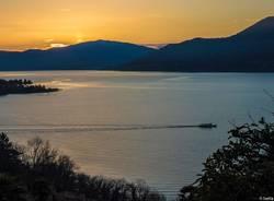 traghetto lago maggiore tramonto