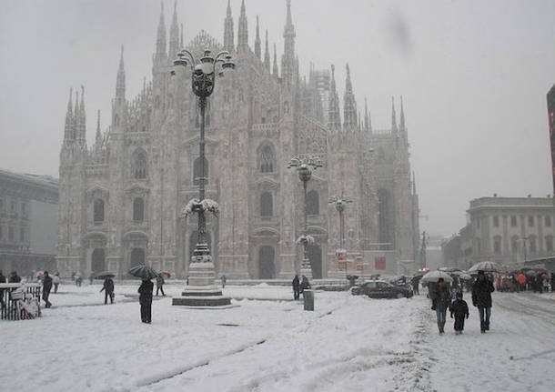La neve imbianca Milano e provincia, nessun disagio: pericolo ghiaccio