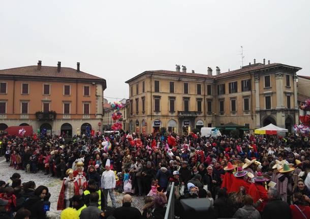 Carnevale, la festa in piazza a Gallarate