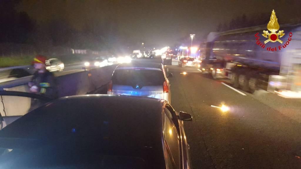 Incidente A8, cinque autovetture coinvolte