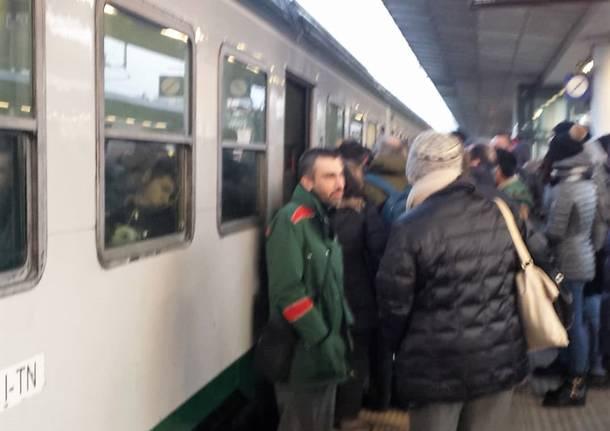trenitalia pendolari luino-milano