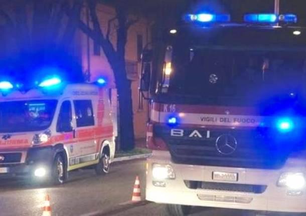 ambulanza pompieri notte