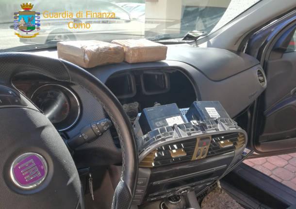 Un chilo di cocaina nascosto nell'autoradio