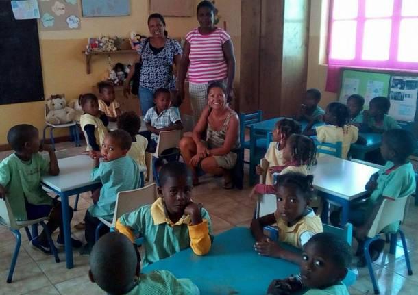 Gli Amici di Emy donano materiale didattico ai bimbi di capoverde