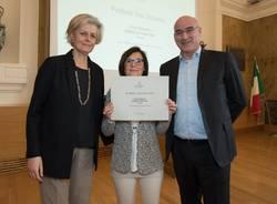 La dirigente Finotti ritira il premio al Politecnico
