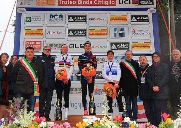 podio trofeo binda ciclismo 2018