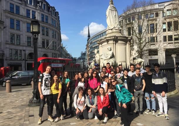 Studenti a Londra, al lavoro per poveri ed emarginati