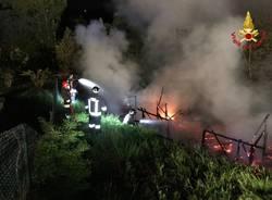 Roulotte in fiamme a Brissago Valtravaglia