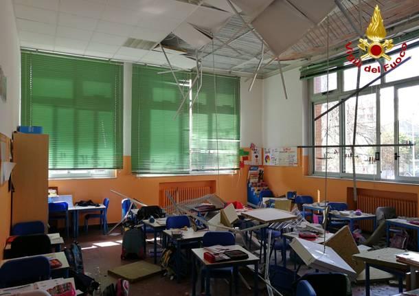 Crolla il controsoffitto della scuola elementare: ferite tre bimbe