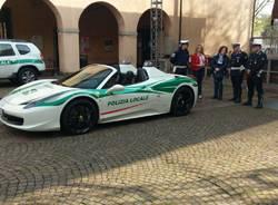La Ferrari Spider della polizia locale di Milano protagonista a Saronno