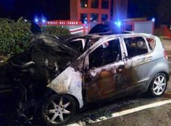 Auto in fiamme a Gemonio