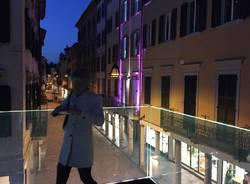 Il Glass Emotional Bridge di notte