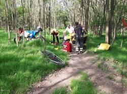 Cade nei boschi con la moto, lo salvano i Vigili del Fuoco