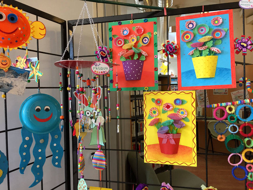 Induno Olona - La mostra dei lavori creativi dei bambini in Biblioteca