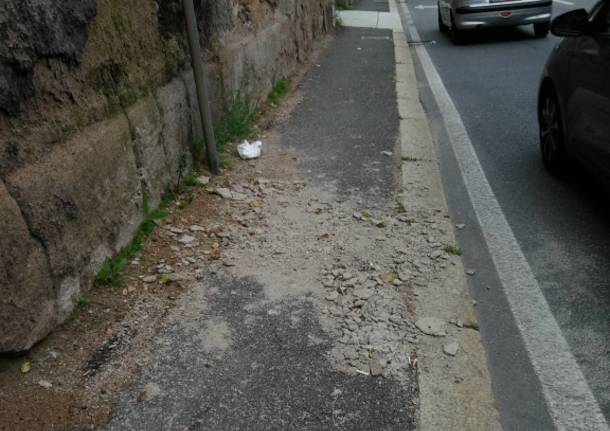 Calcinacci in via Carcano a Varese